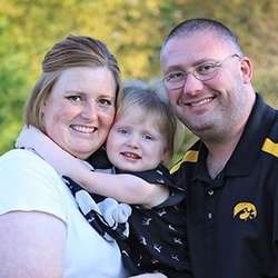 Chloe from Fort Dodge with her parents